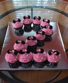 10 Cupcakes Shaped Into One Photo. Awesome Cupcakes Shaped into One image. Number One Cupcake Cake Birthday Pull Apart Cupcake Cakes Numbers Ice Cream Cone Cupcake Cake Heart Inside Cupcake Minnie Mouse Cupcake Ideas Minni Mouse Cake, Bolo Da Minnie Mouse, Minnie Mouse Theme, Minnie Mouse Cupcake Cake, Mini Mouse Cupcakes, Puppy Cupcakes, Second Birthday Ideas, 2nd Birthday Parties, Birthday Fun
