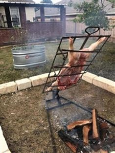 Asador Criollo with Adjustable Base The Asador Criollo, also called a Patagonian Cross is designed to roast meat over an outdoor fire or fire pit. Backyard Bbq Pit, Backyard Playground, Backyard Landscaping, Fire Cooking, Outdoor Cooking, Bbq Grill Diy, Bbq Stove, Fire Pit Bbq, Fire Pits