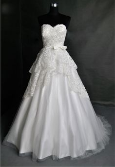 Vintage Lace Wedding Dress Bridal Gown Strapless Sweetheart Plus Size Tulle Wedding Dress with Train Buttons Back Bow Sash. $307.00, via | http://hair-accessories-815.lemoncoin.org