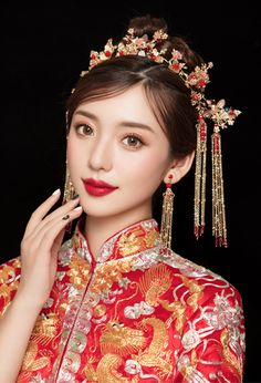 Fantastic Absolutely Free Bridal Makeup chinese Strategies Bridal makeup sounds very worthwhile and each and every gal offers a goal to achieve the greatest br Asian Bridal Makeup, Bridal Hair And Makeup, Wedding Makeup, Chinese Makeup, Chinese Hair, Asian Hair Accessories, Bride Hair Down, Chinese Bride, Braut Make-up