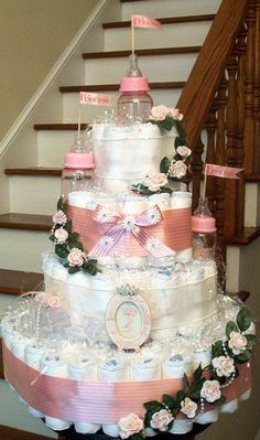 Guide and strategies for baby shower diaper cake ideas! A Baby Shower should be . - Wonderful Baby Shower Must Dos - Baby Tips Regalo Baby Shower, Baby Shower Crafts, Baby Shower Diapers, Baby Shower Fun, Baby Shower Gender Reveal, Baby Showers, Diaper Castle, Bolo Fack, Pamper Cake