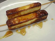Queijo coalho com melado de cana.