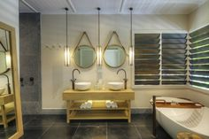Check out our latest collection of interior designs featuring 16 Exceptional Tropical Bathroom Interiors Designed To Impress. Tropical Bathroom Decor, Tropical Kitchen, Tropical Decor, Budget Bathroom, Small Bathroom, Master Bathroom, Bathroom Sets, Bathroom Interior Design, Bathroom Styling