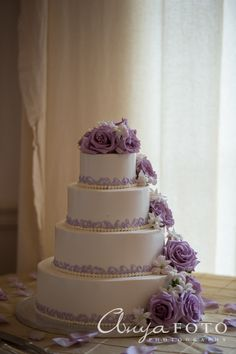 Love this lavender roses on this wedding cake