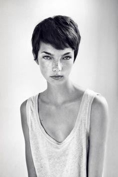 Model; Sabine Tienkamp | Photographer: Frank de Graaf