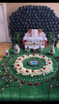 Janmashtami Decoration, Bal Gopal, Ladoo Gopal, Snack Mix Recipes, Festivals Of India, Clay Wall Art, Radha Krishna Images, Floral Garland, Lord Krishna