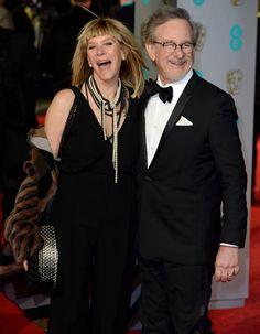 Idée colliers de perles noués !! Kate Capshaw et Steven Spielberg