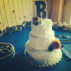 Kristen + Bryan | 5.3.14 | Wedding ceremony and reception at Willow Creek | Wedding cake