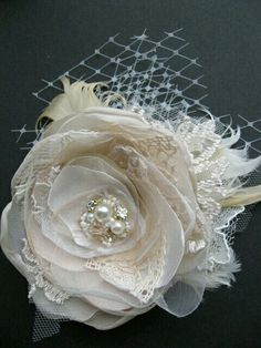 Wedding fascinator bridal flower hairpiece vintage by LeFlowers- this would also make a pretty broach or attachement to a sash Bridal Flowers, Lace Flowers, Fabric Flowers, Wedding Fascinators, Headpiece Wedding, Bridal Fascinator, Headpieces, Diy Hair Accessories, Bridal Accessories