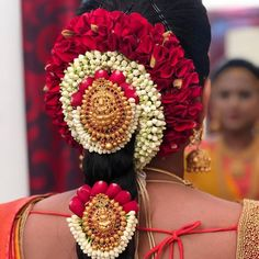 """Jewellery House on Instagram: """"📣📣📣Whatsapp on +919319030590👍for Order📲📱📞 #southbeach #south #southindianbride #jewelry #indianjewellery  #bridalmakeup #bridalbouquet…"""" Bridal Hairstyle For Reception, Bridal Hairstyle Indian Wedding, South Indian Bride Hairstyle, Indian Bridal Hairstyles, Indian Wedding Jewelry, Bridal Hair Plaits, Bridal Hairdo, Hair Decorations, Indian Wedding Decorations"""