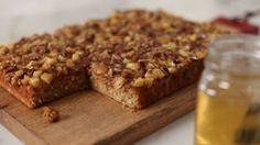 Gâteau aux pommes Sauce Caramel, Gateaux Cake, Dessert Recipes, Desserts, Cheesecakes, Bon Appetit, Coco, Mousse, Banana Bread
