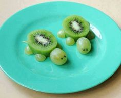 Fun and fruity animal snacks - great for lunch boxes! - Fun and fruity animal snacks – great for lunch boxes! Kiwi, Cute Food, Good Food, Funny Food, Animal Snacks, Gourmet Recipes, Healthy Recipes, Salad Recipes, Best Fruits