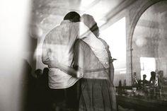Amour & foot . #sonyalpha7iii & #sigma35mmart . #bnw#bnwphotography#bnwmood#bnwlife #igersbnw#bnwsouls#amateurs_bnw#bnw_kings#bnwportrait#bnwphoto#loves_bnw#couple#couplelove#amour#reflection#window#fff#soccermatch