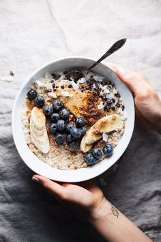 Healthy Peanut Butter Oatmeal Bowl Nourishing Oatmeal Breakfast Bowl with all the best toppings. Yummy, wholesome, and the best way to start the day! Good Healthy Recipes, Healthy Breakfast Recipes, Healthy Drinks, Gourmet Recipes, Healthy Snacks, Healthy Eating, Healthy Oatmeal Breakfast, Fruit Snacks, Healthy Muffins