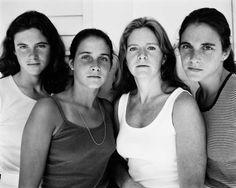4 hermanas se tomaron la misma foto durante 36 años… ¡Tienes que verlas! - http://viralizados.net/4-hermanas-se-tomaron-la-misma-foto-durante-36-anos-tienes-que-verlas/
