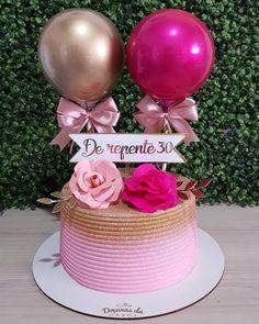 aroline Elciene no Instagra 21st Bday Cake, Birthday Cake, Cake Icing, Buttercream Cake, Wedding Anniversary Cakes, Wedding Cakes, Baileys Cake, Little Pony Cake, Quinceanera Cakes