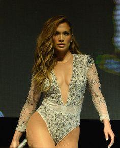 Le style glamour de Jennifer Lopez en 100 photos