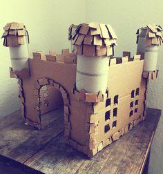 Byggeprojekt med sønnike!  Ridderborg ud af en gammel papkasse og fire toiletruller.