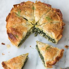 A spring and summer hit, this Greek spinach pie with feta and dill. Greek Recipes, Veggie Recipes, Low Carb Recipes, Vegetarian Recipes, Cooking Recipes, Healthy Recipes, Greek Spinach Pie, Low Carb Brasil, Good Food