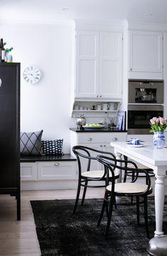 Beautiful black&white kitchen