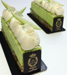 Nouveau dessert semaine qui commence se midi ‼️Une note de fruit et de légèreté avec la pommes verte Dacquoise amande citron vert avec des éclats d'amande, mousse pomme granny smith , une fine plaquette de chocolat blanc opalys dessus et pochée une aérienne et intense mousse vanille sur laquelle repose quelques cube de gelée Manzana avenir déguster a @hoteldulouvre du 21/01 au 26/01 Vous ne serez pas déçus .. #hyatt #hyatthotel #hotel #paris #comediefrancaise #rivoli #hote...