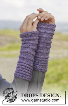 """Knitted DROPS hat, neck warmer and wrist warmers in garter st with rib in """"Alpaca"""". ~ DROPS Design"""
