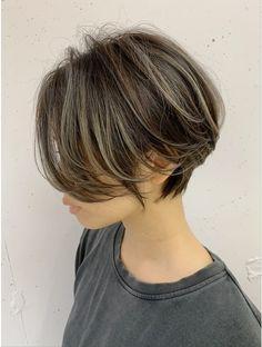 New Hair Look, Cut My Hair, Hair Cuts, Tomboy Hairstyles, Short Shag Hairstyles, Short Stacked Bob Haircuts, Short Hair Tomboy, Hidden Hair Color, Chin Length Hair