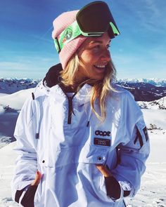 Skateboard outfit this is how to don the trend. Snowboarding Outfit, Snowboarding Women, Snowboarding Resorts, Ski Fashion, Girl Fashion, Fashion Ideas, Muriel, Snowboard Girl, Ski Vacation