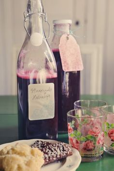 Himmelsk hallonsaft med citron – Heavenly Raspberry Saft with Lemon Fun Cocktails, Summer Drinks, Cocktail Drinks, Chutney, Good Food, Yummy Food, Milkshake, Lemonade, Smoothies