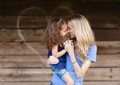 mother and daughter photography poses | sweet mother and daughter pose | Photography