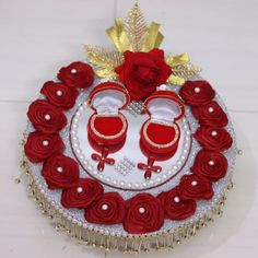 Show your creativity by creating a beautiful engagement ceremony plate with these gorgeous plate decoration ideas for engagement. Engagement Ring Platter, Engagement Ring Holders, Desi Wedding Decor, Wedding Crafts, Engagement Decorations, Wedding Decorations, Engagement Ideas, Kalash Decoration, Free Hand Rangoli