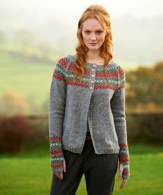 fairisle yoke cardigan with optional wrist warmers from The Making Spot Får julestemning av dette mønsteret. Sweater Knitting Patterns, Knit Patterns, Fair Isle Knitting, Hand Knitting, Punto Fair Isle, Fair Isle Pullover, Fair Isle Pattern, Knit Picks, Knit Jacket