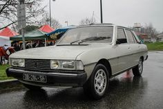 I love the brutal look of this car. A fine, comfortable French limousine with a lot of space in it. Psa Peugeot Citroen, Peugeot 205, Peugeot France, Automobile, Auto Retro, Bmw Series, Pedal Cars, French Chic, Audi Tt