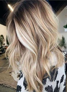 Find here modern shades of blonde balayage hair coors for long waves hair to sport in this year. Must sport this latest hair coloring combination for cutest hair looks. Nowadays this is one of… Blonde Hair Looks, Brown Blonde Hair, Dying Hair Blonde, Beachy Blonde Hair, Blonde Honey, Blonde Waves, Caramel Blonde, White Blonde, Black Hair