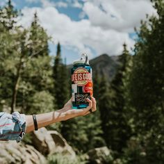 How Much Water Should You Carry When You Go Hiking? #hiking #camping #outdoors #water #DIY
