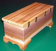 Cedar and Poplar Box with Mitered Splines - Einrichtungsideen Pins Wood Shop Projects, Small Wood Projects, Diy Pallet Furniture, Furniture Projects, Diy Storage Ottoman, Wood Chest, Woodworking Box, Wooden Wall Art, Woodworking Projects Diy
