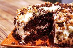 Macadamia Nut Crunch Cake with Mascarpone and Chocolate - menumusings