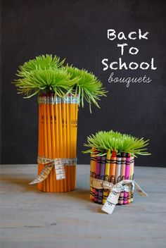 DIY: back to school bouquets. Group many pencils or crayons around a vase-like plant pot and then plant something in the top. This would make a good teacher present as well. Back To School Party, Back To School Gifts, School Parties, School Fun, School Ideas, Diy Arts And Crafts, Fun Crafts, Crafts For Kids, Teacher Appreciation Gifts