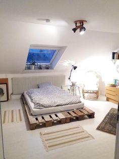 Lieblich DIY Palettenbett Für Einen Gemütlichen Schlafbereich. #DIY #Bett #Paletten # Schlafzimmer