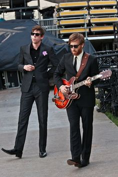Patrick Carney and Dan Auerbach. Nice suits and that Bigsby is a thing of beauty.