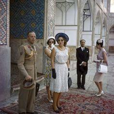 NLD-19631001-NEDERLAND: Prinses Beatrix is samen met haar ouders Koningin Juliana en prins Bernhard op staatsbezoek in Iran. ANPFOTO. 01-10-1963.