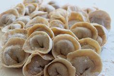 Pelmeni mit den Gästen selber machen? Teig und Füllung vorbereiten, dann gemeinsam formen und kochen