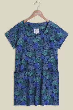 In one of our bestselling tunic shapes, our Hydrangea Multi Tunic features a scoop neckline and has handy pockets at either side. The great thing about this tunic is that the print is so bold and unique. We think this tunic can be worn with your favourite jeans for an easy daytime look, or dressed up for an evening out.