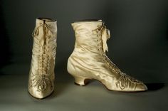 Beaded satin boots worn by Ida McKinley. Courtesy of the Smithsonian Vintage Shoes, Vintage Dolls, Beautiful Clothes, Beautiful Outfits, William Mckinley, Fashion Shoes, Fashion Accessories, Ladies Fashion, Womens Fashion
