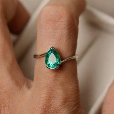 Rings Promise Emerald ring May birthstone pear cut ring green emerald - Emerald Ring Vintage, Emerald Jewelry, Emerald Rings, Emerald Bracelet, Sapphire Rings, Silver Jewelry, Marquise Cut Diamond, Bijoux Diy, Diamond Wedding Rings