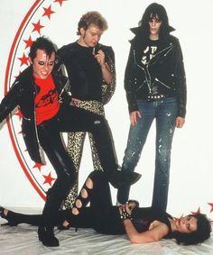 Jerry Only, George, Joey Ramone and Natasha. I'M SERIOUSLY GOING TO FAINT.