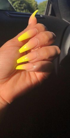 How to make the right choice between Acrylic nails vs gel nails? If you are not the one to take your appearance and personality lightly, you must be t. Summer Acrylic Nails, Best Acrylic Nails, Acrylic Nail Designs, Summer Nails, Acrylic Nails Yellow, Classy Acrylic Nails, Aycrlic Nails, Neon Nails, Neon Green Nails