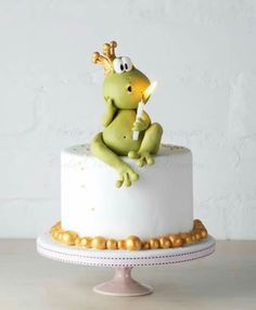 I want this cake! Mr Froggy - litte birthday cake with Mr Froggy blowing the candle Pretty Cakes, Cute Cakes, Fondant Cakes, Cupcake Cakes, Frog Cakes, Novelty Cakes, Occasion Cakes, Fancy Cakes, Love Cake