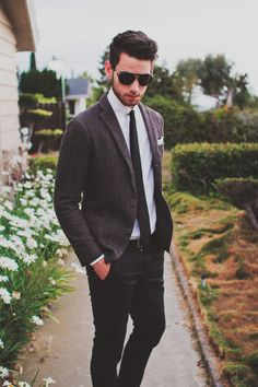 Suit and sunglasses, sophisticated cool. (from edwardshair.net)