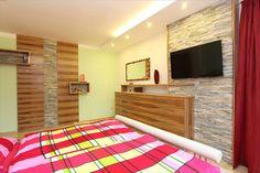 Schlafzimmer in Satin Nuss und 3 Dimensionalen Steinplatten. Satin, Contemporary, Rugs, Home Decor, Flagstone, Waterbed, Carpentry, Bedroom, Farmhouse Rugs